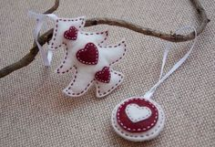 Christmas red and white ornaments - set of a felt Christmas tree and a round ornament.