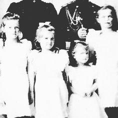 Grand Duchesses Tatiana Maria Anastasia and Olga Nikolaevna of Russia c. 1906. by historyofromanovs