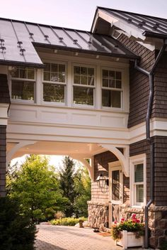 Beautiful shingle style home in Wisconsin designed to maximize lake views - Dream House Beach Cottage Style, Beach Cottage Decor, Beach House, Cottage Style Houses, Home Styles Exterior, Exterior Design, Exterior Paint, Porte Cochere, Gardens
