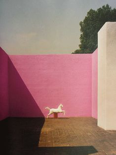 GIf de la portada The Architecture of Happinnes by Alain De Bottom de la azotea de la Casa Barragán. @arquitecturamx