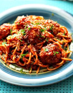 Spaghetti and Chicken Meatballs are perfect for a quick and easy recipe for #WeekdaySupper