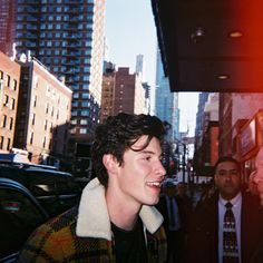 Find images and videos about boy, shawn mendes and shawn on We Heart It - the app to get lost in what you love. Shane Mendes, Shawn Mendes Cute, Shawn Mendes Wallpaper, Magcon, Beautiful Boys, Pretty Boys, Fangirl, Mendes Army, Funny Jokes