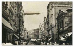 Rua Nova, Bairro de Santo Antônio, Centro do Recife, No Detalhe no Alto o Dirigível LZ127 Graf Zeppelin Cruzando o Céu do Recife em 1931.
