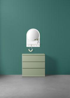 SALTRÖD spiegel | IKEAcatalogus nieuw 2018 IKEA IKEAnl IKEAnederland plank haken wit accessoires ophangen wandspiegel badkamer slaapkamer MALM ladekast kast