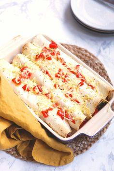 Vegetarische enchiladas Vegetable Snacks, Veggie Recipes, Mexican Food Recipes, Vegetarian Recipes, Love Food, A Food, Food And Drink, Vegas, Wrap Recipes