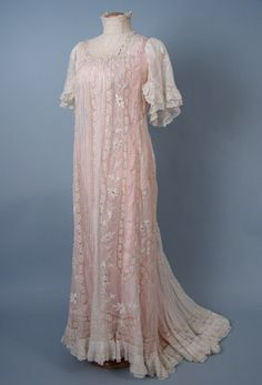 White Lawn & Lace Dressing Gown, c. 1900  Session 2 - Lot  836 - $650