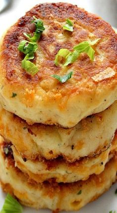Mashed Potato Cheddar Ranch Cakes Recipe Card - Recipes Breakfast -Leftover Mashed Potato Cheddar Ranch Cakes Recipe Card - Recipes Breakfast - 5 Delicious Chicken Recipes for Family & Couple Side Dish Recipes, Vegetable Recipes, Vegetarian Recipes, Cooking Recipes, Healthy Recipes, Cooking Kale, Skillet Recipes, Cooking Turkey, Mexican Recipes