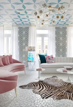 Women's salon in pink and turquoise by Miriam Alía at Casa Decor 2017 Design Living Room, Chic Living Room, Living Room With Fireplace, Living Room Interior, Home Interior Design, Living Room Furniture, Home Furniture, Living Room Decor, Dining Rooms