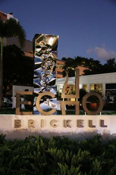 On Friday, December 6th from 6-9pm, the Echo Brickell's sales center unveiled a unqiue partnership with world renowned Albanian artist Helidon Xhixha. During this event, guests perused at Xhixha's elaborate art pieces displayed inside and outside of Echo Brickell. In addition, once Echo Brickell is completed, Xhixha will be displaying his iconic pieces inside the PMG and JDS development.