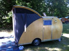 If you love compact travelling, a teardrop trailer camper is the one for you. With these free teardrop trailer camper plans, you can build an exciting one on the budget! Best Truck Camper, Truck Camper Shells, Diy Camper Trailer, Tiny Camper, Vintage Campers Trailers, Pickup Camper, Camper Life, Camper Van, Teardrop Trailer Plans