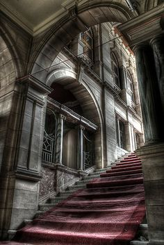 I love this photo of an abandoned building in England. Beautiful architecture and staircase! Mais