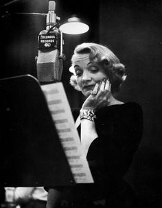 Marlene Dietrich at the recording studio, New York City photo Eve Arnold Marlene Dietrich, Hollywood Glamour, Classic Hollywood, Old Hollywood, Hollywood Heroines, Hollywood Actresses, Ellen Von Unwerth, Annie Leibovitz, Vivian Maier