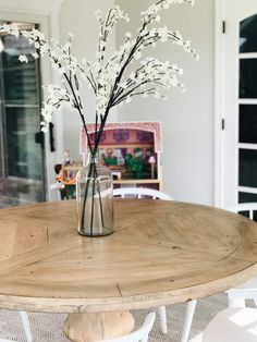 Finding the Perfect Round Dining Table Round Pedestal Dining Table, Dining Room Table, Kitchen Design, Kitchen Decor, Round Kitchen, Beach House Decor, Home Decor, Farmhouse Table, Kitchen Inspiration