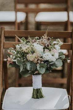 Rustic wedding with pink and golden shades wedding bouquet Rustic wedding with pink and golden shades Hand Bouquet Wedding, Simple Wedding Bouquets, Rustic Wedding Flowers, Bridal Flowers, Floral Wedding, Wedding Hands, Our Wedding, Dream Wedding, Church Wedding