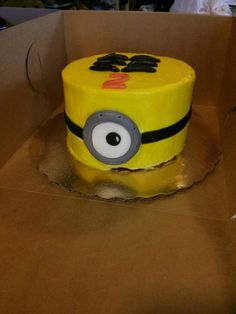Despicable Me Minion Smash Cake