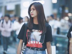 Find images and videos about twice, chaeyoung and momo on We Heart It - the app to get lost in what you love. Kpop Outfits, Casual Outfits, My Girl, Cool Girl, Kpop Girl Bands, Tzuyu Twice, Kpop Fashion, Airport Fashion, Incheon