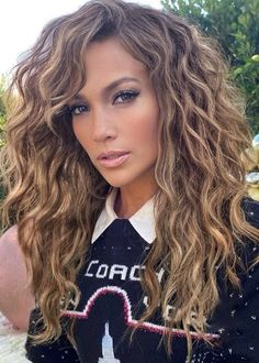 The 2 products J.Lo's hair stylist uses to enhance her natural curls