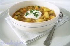 Chilli Potato Stew/Gulas picant de cartofi Stewed Potatoes, Mashed Potatoes, Romanian Food, Romanian Recipes, Chilli Potato, Chana Masala, Quick Meals, Cheeseburger Chowder, Preserves