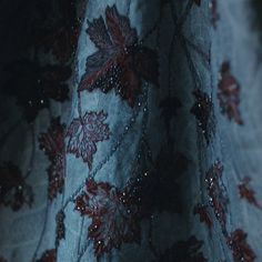 Tagged with gameofthrones, got, gameofthrones; Finally some details on That Dress. I was continually astounded at the exceptional quality of the GOT costume design. Game Of Thrones Sansa, Got Costumes, Light Games, House Stark, Sansa Stark, Medieval Fantasy, Winter Is Coming, Costume Design, Embroidery