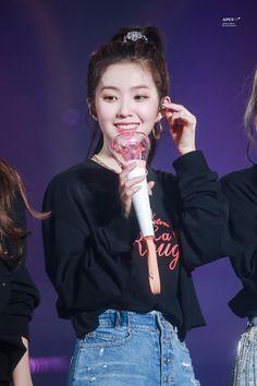 Wendy Red Velvet, Red Velvet Irene, K Pop, Red Valvet, Pop Singers, Seulgi, Best Songs, Favorite Person, Latest Pics