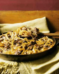 Baked Mushroom Linguine--a classic yet humble mushroom-and-cream sauce becomes fancy with the addition of dried porcini and fresh thyme. The sauce is tossed with linguine, topped with grated cheese, and baked in a skillet. Linguine Recipes, Baked Pasta Recipes, Sauce Recipes, Yummy Recipes, Chicken Recipes, Healthy Recipes, Baked Mushrooms, Stuffed Mushrooms, Wild Mushrooms