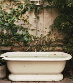 An outdoor bathroom can be a great addition to your backyard, whether you use after swimming in the pool, working in your garden or just to enjoy nature. Outdoor Bathtub, Outdoor Bathrooms, Outdoor Showers, Garden Bathtub, Outdoor Spaces, Outdoor Living, Outdoor Decor, The Great Outdoors, Outdoor Gardens