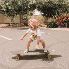 Rosie is skateboard obsessed and has been doing lessons with daddy! She seriously loves it and she is already better than me 🤷🏼♀️ here are some pics from her latest lesson 💗 Cute Kids, Cute Babies, Baby Kids, Baby Family, Family Kids, Little People, Little Ones, Little Girls, Kids Brand