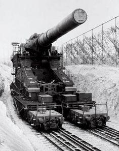Se utilizaban dos grúas de 10 toneladas diseñadas para cumplir con los requerimientos de ensamblaje y desensamblaje.   El peso total del arma fabricada por Krupp era de 1350 tn y cada granada pesaba 7,1 toneladas. La longitud del tubo era de 32,48 metros.  La cadencia de tiro era de 4 disparos por hora con un alcance máximo de 47 kms, llegando a disparar 14 rondas por día.