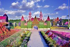 If you've always dreamed of exploring a fantasy world, this might be as close as you ever get. The Dubai Miracle Garden in the United Arab Emirates is 18 acres of color and artistry. Beautiful Flowers Garden, Love Garden, Beautiful Gardens, Garden Art, Atlanta Botanical Garden, Botanical Gardens, Dubai, Miracle Garden, Rainbow Garden
