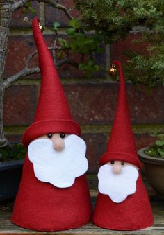 Sew your own delightful felt Christmas Gnome. There are two sizes for the gnome A4 and A3. Print the A3 template pdf on A3 size paper, print the pattern and A4 templates on A4 paper. An A4 gnome measures 12cm to top of head, 25cm to top of hat, and 8.5 cm at the base. An A3 gnome measures 15cm to top of head, 35cm to top of hat and 12cm at the base. With the pattern a simple gnome can be made. Add a scarf, pom poms, use different decorative yarn for his beard, make him your own. This is a…