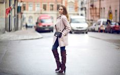 Coat HERE // jeans and sweater from Acne // boots from H&M // Chanel boy bag Hann aldrig slänga...