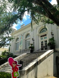 Flat Gloria enjoyed a gorgeous afternoon at the Charleston Library Society