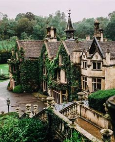 The beautiful Manor House Hotel in Castle Combe in Wiltshire Arquitectura Wallpaper, Paradis Sombre, Future House, My House, Hill House, Manor House Hotel, Castle Combe, Design Jardin, Slytherin Aesthetic
