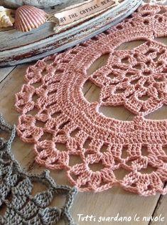 Tutti guardano le nuvole -  Runner Crochet & Sailboat