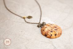 Cookie Pendant/ Scented Jewelry/ Food Jewelry / by Ilianne on Etsy Clay Food, Love Chocolate, Miniature Food, Chocolate Chip Cookies, Dollhouse Miniatures, Sculpting, Polymer Clay, Jewelry Making, Pendants