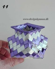 Lilla vase Diy Wallet, Birch Bark, Weaving Art, Handmade Bracelets, Cube, Origami, Recycling, Decorative Boxes, Design