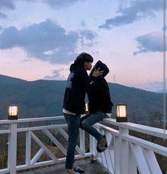 korean couple ulzzang having ice cream Cute Gay Couples, Cute Couples Goals, Sweet Couples, Cute Relationships, Relationship Goals, Couple Ulzzang, Couple Goals Cuddling, Couple Aesthetic, Couple Photography