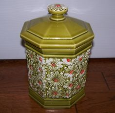 vintage daisy cookie jar from the 60s