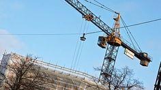 Yle Tampere kysyi, mitä yleisö ajattelee suomalaisen rakentamisen laadusta. Monet syyttivät rakentamisen huonosta laadusta kiirettä ja suurten rakennusfirmojen taloudellisen voiton tavoittelua. Niin ikään rakentamisen laadunvalvontaa pidettiin heikkona.