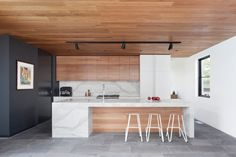 Let's talk modern wood kitchen design! I love all-wood kitchens as I think they often soften the interior design of a modern home quite effectively. Kitchen Remodel, Modern Kitchen, Contemporary Kitchen, New Kitchen, Wood Kitchen, Home Kitchens, Kitchen Layout, Timber Kitchen, Kitchen Design