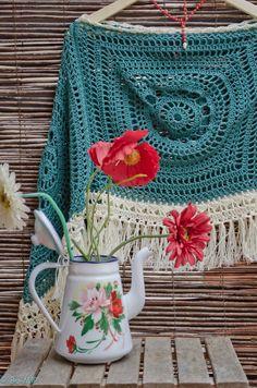Bo-M: Poncho Verde Esmeralda Mode Crochet, Crochet Diy, Crochet Woman, Crochet Granny, Crochet Cardigan, Crochet Scarves, Crochet Shawl, Crochet Clothes, Crochet Capas
