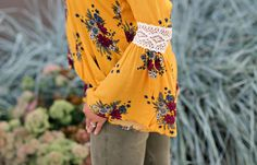 Golden Floral print #LexWhatWear #styleblogger #style #fallstyle #fallfashion #ootd #lookbook #outfit #style #fashion #whattowear #casualstyle #falloutfit #fall #nasvhillestyle #outfitugide #stylist