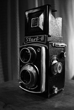 http://www.auctionlearning.com/cameras.htm COLLECTORS GUIDE