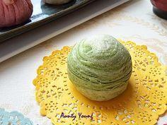 Aunty Young(安迪漾): 绿茶千层酥 ~ Green tea Flaky Mooncake