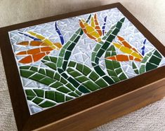 Mosaic birds of paradise Mosaic Tray, Mirror Mosaic, Mosaic Birds, Mosaic Flowers, Mosaic Art Projects, Mosaic Crafts, Mosaic Designs, Mosaic Patterns, Mosaic Furniture