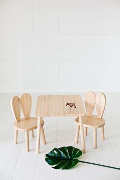 Kindermöbel Fürs Kinderzimmer Set Aus Einem Tisch Und Zwei Stühlen