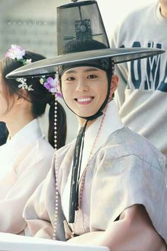 """Park Bo Gum as Joseon's crown prince Lee Yeong in drama """"Moonlight Drawn by Clouds"""" Jung So Min, Kim Min, Park Bo Gum Moonlight, Moonlight Drawn By Clouds, Song Hye Kyo, Asian Actors, Korean Actors, Kim Yoo Jung Park Bo Gum, Korean Celebrities"""