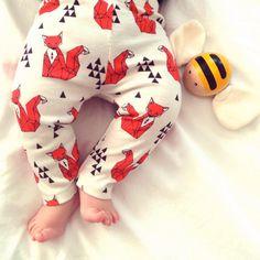 Design: orange foxes on cream background //// Description ///// • Soft, organic cotton-knit baby leggings. • These stylish baby leggings coordinate