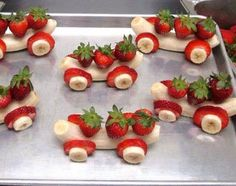 Healthy Party Food - 25 Creative Ideas for Kids Parties Banana Strawberry Carts - Creative Fruit Snacks, Healthy Party Food Cute Snacks, Fruit Snacks, Cute Food, Healthy Snacks, Good Food, Yummy Food, Fun Fruit, Healthy Kids, Fruit Dessert