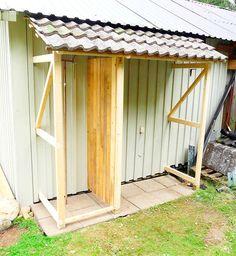 Slik bygger du en enkel redskapsbod selv - viivilla.no Workshop Storage, Shed Storage, Mini Serre, Lean To Shed, Greenhouse Shed, Rustic Doors, Green Garden, Garden Cottage, Backyard Patio
